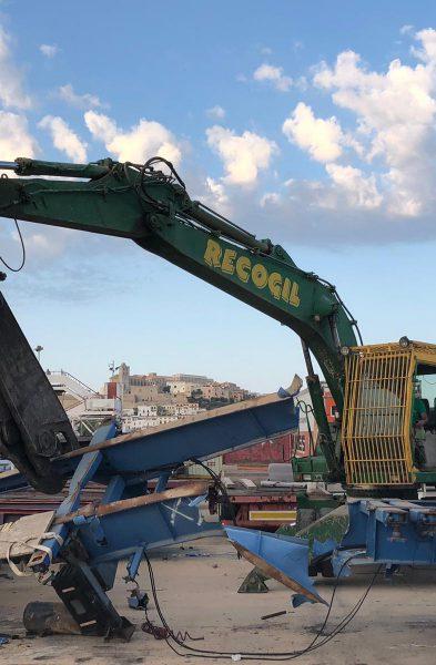 Trabajos en puerto de Ibiza.